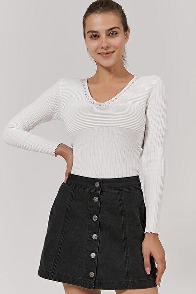 Y-London Kadın Beyaz V Yaka Fitilli Triko Bluz Y20W192-2211