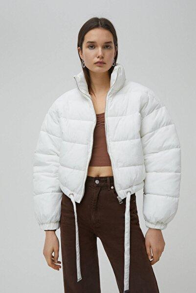 Pull & Bear Kadın Beyaz Kısa Şişme Mont