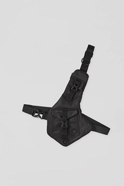 Pull & Bear Siyah Çapraz Askılı Bel Çantası