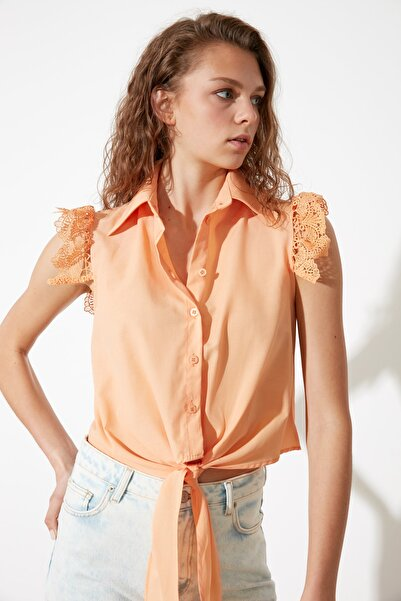 TRENDYOLMİLLA Şeftali Omuz Detaylı Gömlek TWOSS21GO0743