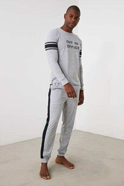 TRENDYOL MAN Gri Sloganlı Örme Pijama Takımı THMAW21PT0680