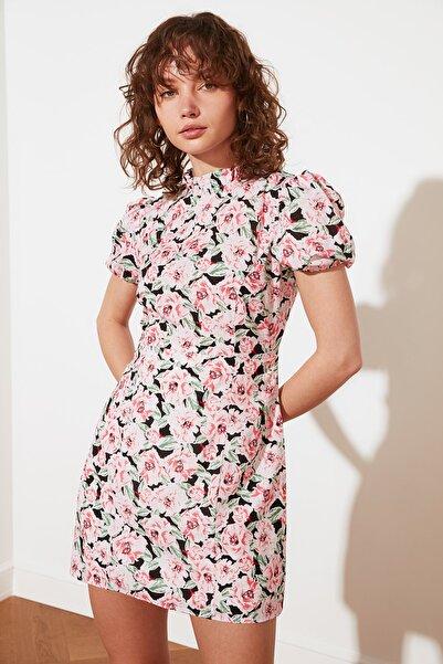 TRENDYOLMİLLA Çok Renkli Petite Dik Yaka Desenli Elbise TWOSS21EL2880