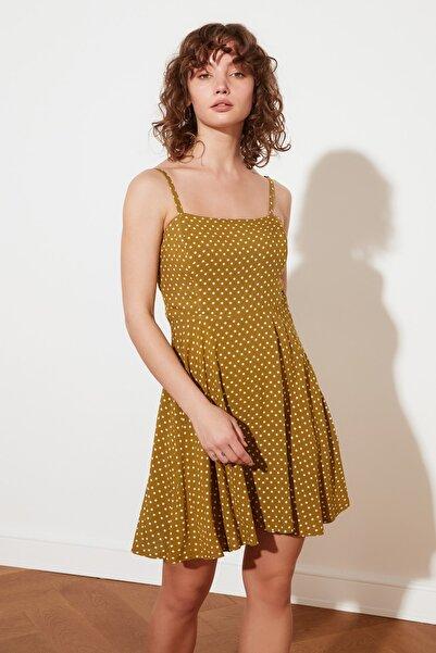 TRENDYOLMİLLA Yeşil Petite Puantiyeli Elbise TWOSS21EL2924