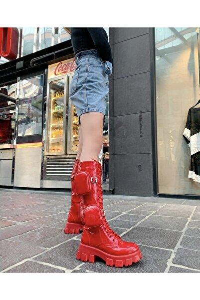 Mole Negro Kadın Kırmızı Cepli Çantalı Rugan Deri Postal Bağcıklı ve Fermuarlı Çizme