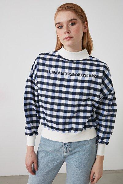 TRENDYOLMİLLA Lacivert Dik Yaka Ekoseli Loose Örme Sweatshirt TWOAW21SW0151