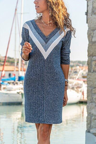 Güneşkızı Kadın Lacivert V Yaka Garnili Kendinden Desenli Yün Elbise GK-BST2994