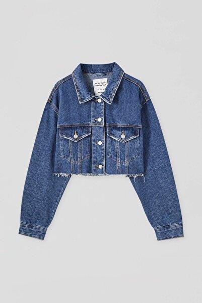 Pull & Bear Kadın  Koyu Mavi Kenarı Püsküllü Crop Fit Denim Ceket 09710305