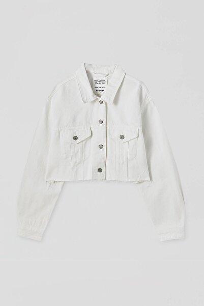 Pull & Bear Kadın  Beyaz Kenarı Püsküllü Crop Fit Denim Ceket 09710305