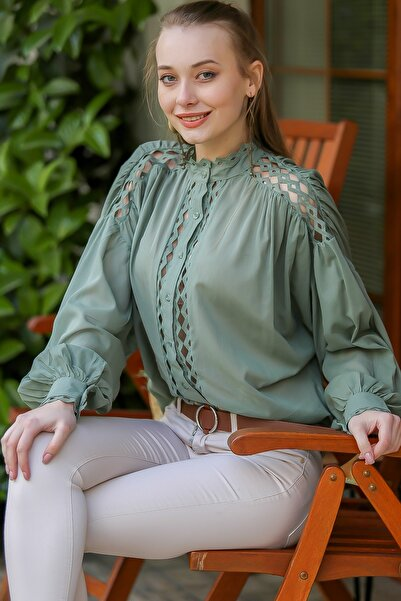 Chiccy Kadın Nil Yeşili Vintage Yakası Ve Omuzları Ara Dantelli Balon Kol Gömlek M10010400Gm99542