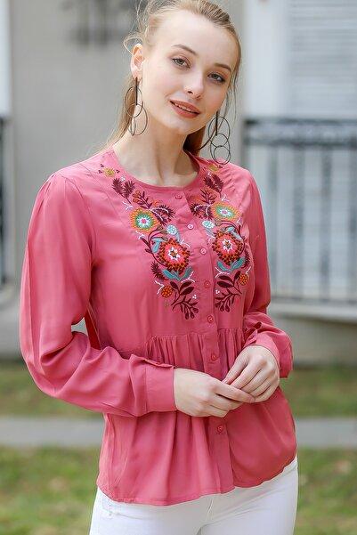 Kadın Pembe Bohem Çiçek Nakışlı Düğme Detaylı Bluz M10010200Bl96287