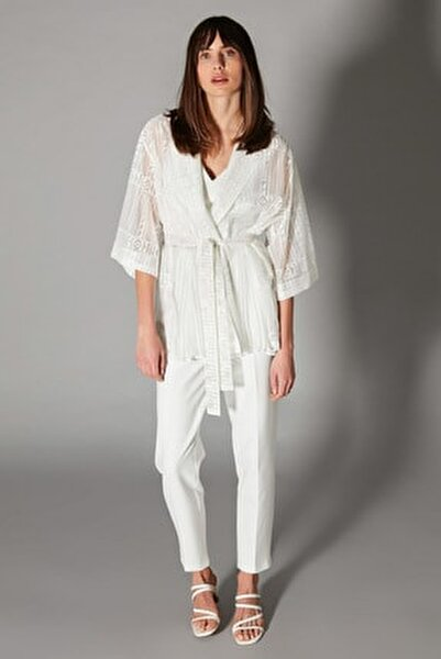 Kadın Beyaz Pilise Detaylı Kuşaklı Ceket IS1200005140096