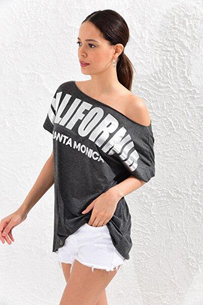 Kadın Antrasit Geniş Yaka Baskılı T-Shirt MF510