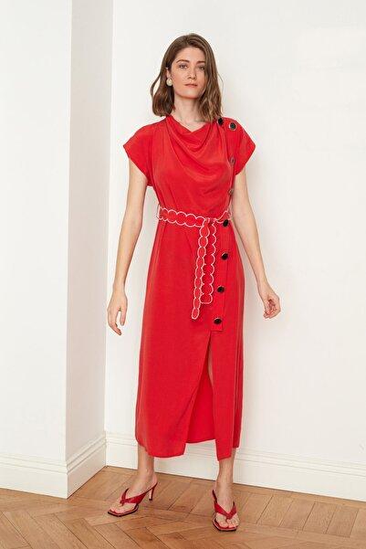 Mehtap Elaidi Degaje Yaka Yırtmaçlı Kırmızı Kupro Elbise