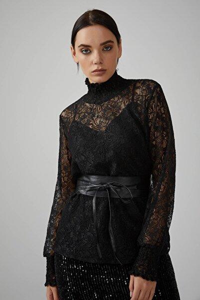 Gusto Kadın Siyah Dik Yakalı Içi Askılı Atletli Dantel Bluz 20KG009555