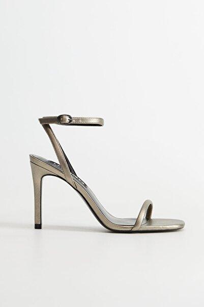 MANGO Woman Kadın Koyu Gümüş Rengi Timsah Derisi Desenli Bantlı Sandalet  77010043