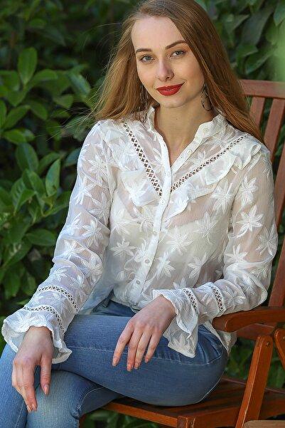 Chiccy Kadın Beyaz Retro Yaprak Nakışlı Volan Detaylı Düğmeli Bluz M10010400Gm99535