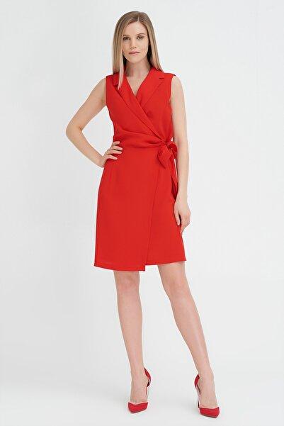 Kadın Kırmızı Erkek Yaka Kolsuz Elbise 20YG001348