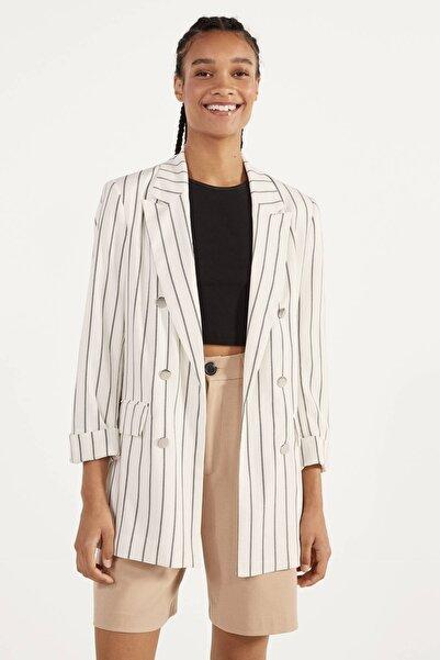 Bershka Kadın Kirli Beyaz/Siyah Kıvrık Kollu Blazer 00976085