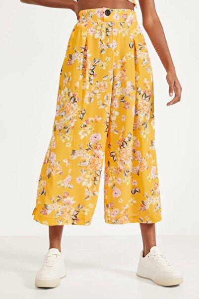 Bershka Kadın Sarı Çiçek Desenli Culotte Pantolon 00104692