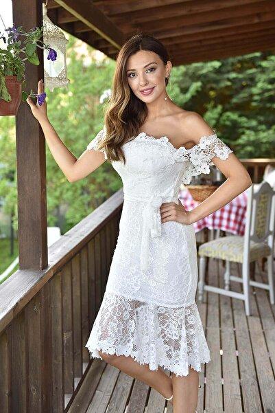 Kadın Beyaz Eteği Volanlı Güpür Elbise