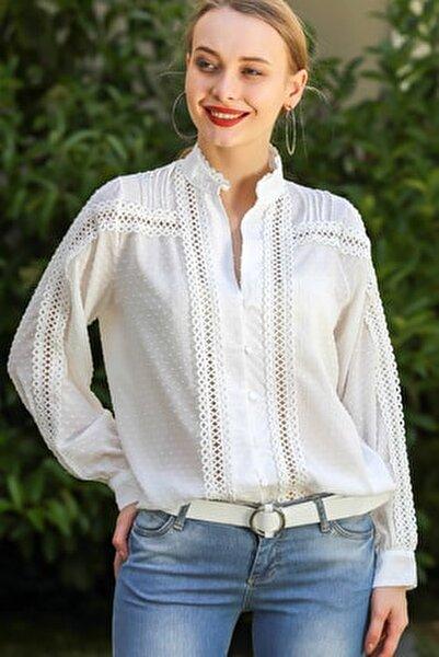 Kadın Beyaz Retro Hakim Yaka Düğme Detaylı Dantel Şeritli Bluz M10010200Bl96214