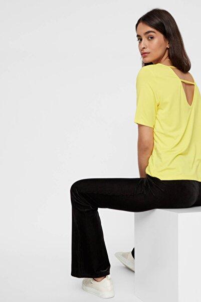 PIECES Kadın Sarı Sırt Detaylı V Yaka T-Shirt 17101393 PCHANNAH