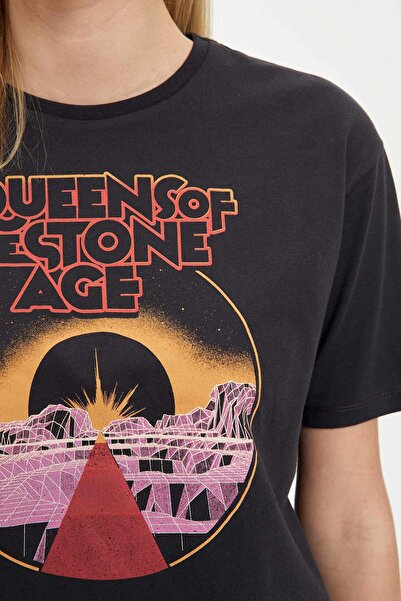 Kadın Antrasit Queens of the Stone Age Lisanslı Kısa Kollu T-Shirt R1198AZ.20SM.AR1