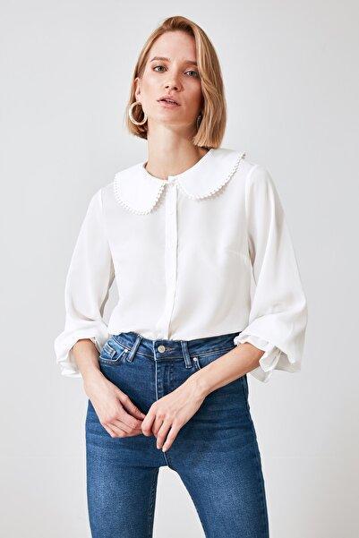 TRENDYOLMİLLA Beyaz Yaka Detaylı Gömlek TWOAW21GO0717