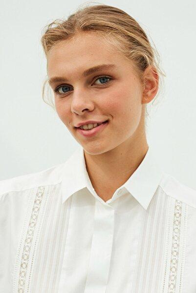 İpekyol Kadın Beyaz Dantel Şeritli Gömlek IW6200025080