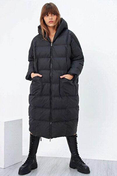 Ecrou Kadın Siyah Kapüşonlu Uzun Oversize Şişme Kaban