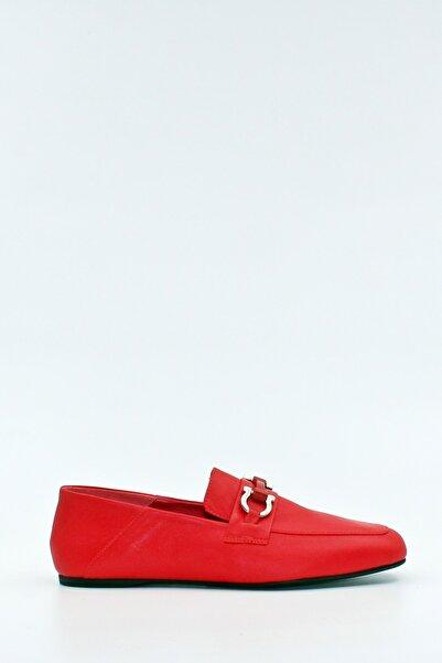 West To West Kadın Kırmızı Deri Toka Detaylı Ayakkabı