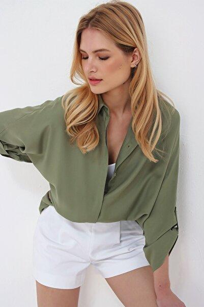 Trend Alaçatı Stili Kadın Haki Oversıze Patı Gizli Viscon Gömlek ALC-X5538