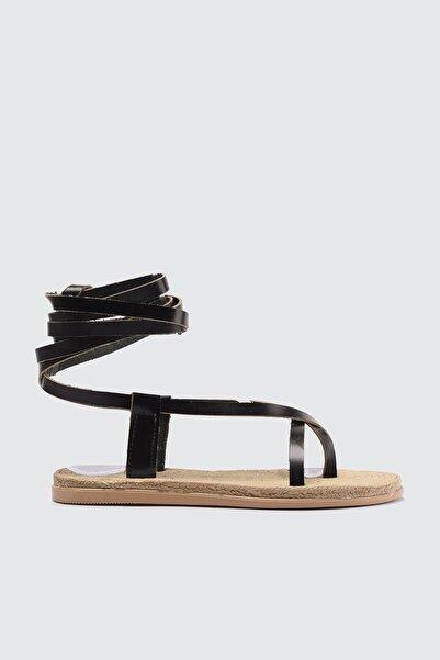 TRENDYOLMİLLA Siyah Hakiki Deri Bağlamalı Kadın Sandalet TAKSS21SD0029
