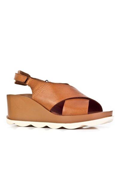 Cabani 8 Cm Topuklu Çapraz Bantlı Günlük Kadın Sandalet Taba Deri