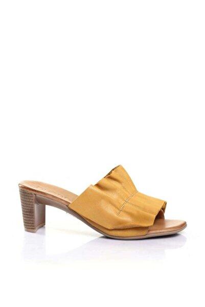BUENO Shoes Büzgü Detaylı Hakiki Deri Topuklu Kadın Terlik 9n4001