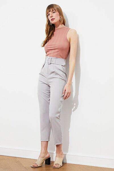 TRENDYOLMİLLA Gri Kemer Detaylı Pantolon TWOSS20PL0354