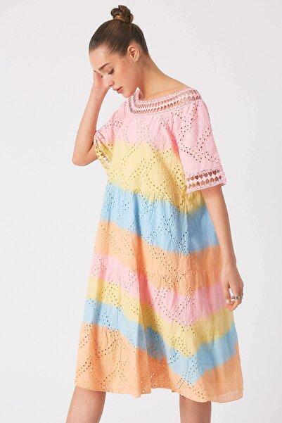 Robin Kadın Pembe İşlemeli Batik Elbise