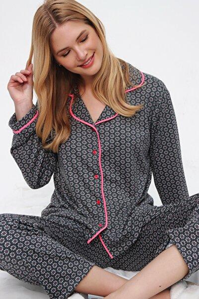 Trend Alaçatı Stili Kadın Antrasit Desenli Gömlek Yaka Pijama Takım ALC-X5532