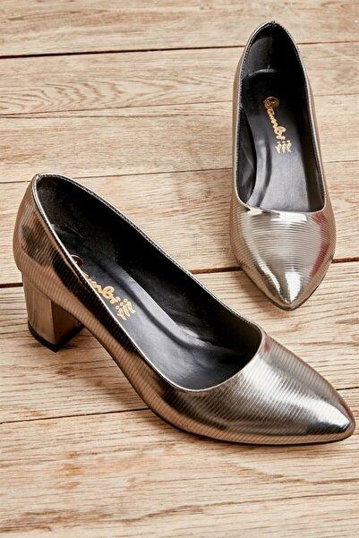 Bambi Platın Çizgili Kadın Ayakkabı L0501811398