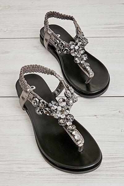 Bambi Kurşun Kadın Sandalet L0817000403