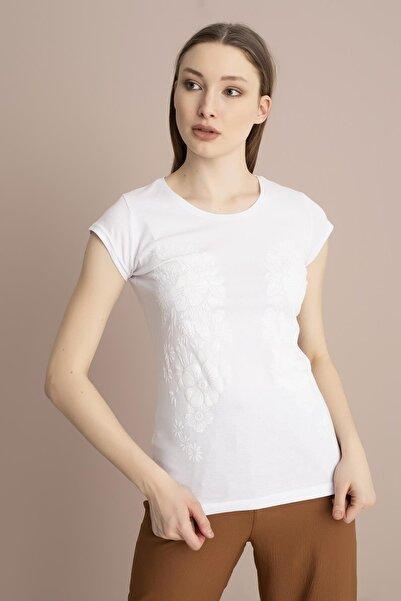 TENA MODA Kadın Beyaz Kabartma Çiçek Baskılı Tişört