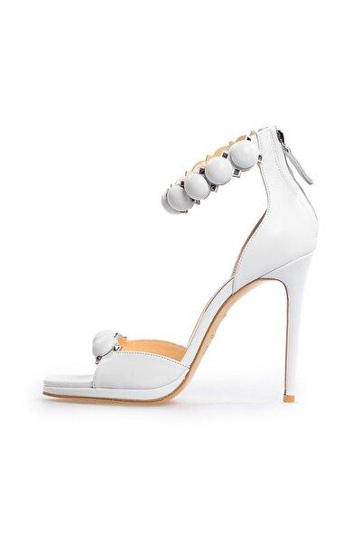 Flower Beyaz Metis Toka Detaylı Kadın Sandalet
