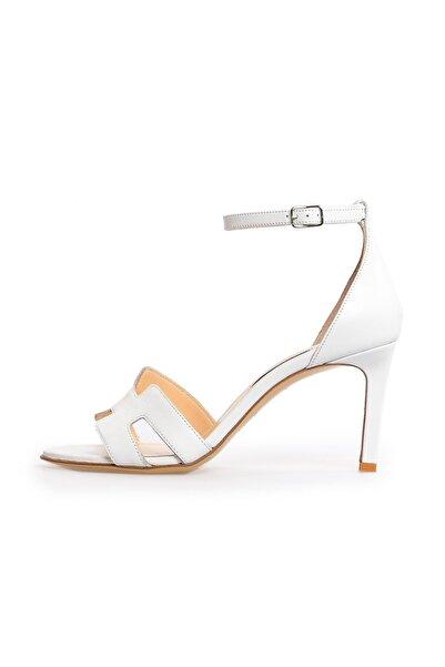 Flower Beyaz Deri Bant Detaylı Topuklu Sandalet