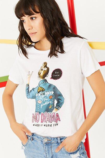 Lafaba Kadın Beyaz Önü Baskılı Taş Işlemeli Kısa Kollu Basic T-shirt