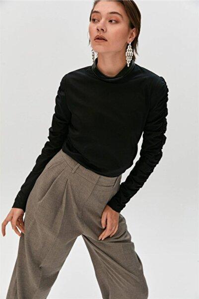rue. Siyah Büzgülü Kollu Dik Yaka Bluz