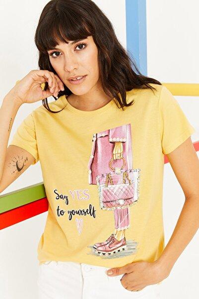 Lafaba Kadın Sarı Bisiklet Yakalı Baskılı Taş Işlemeli Basic T-shirt
