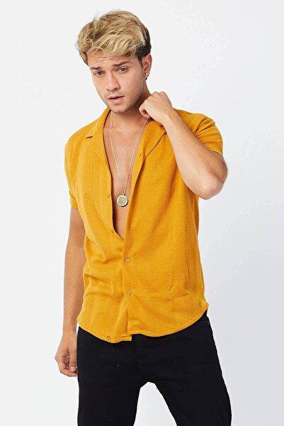 Karpefingo Erkek Kara Çizgi Apos Yaka Kısa Kol Hardal Gömlek