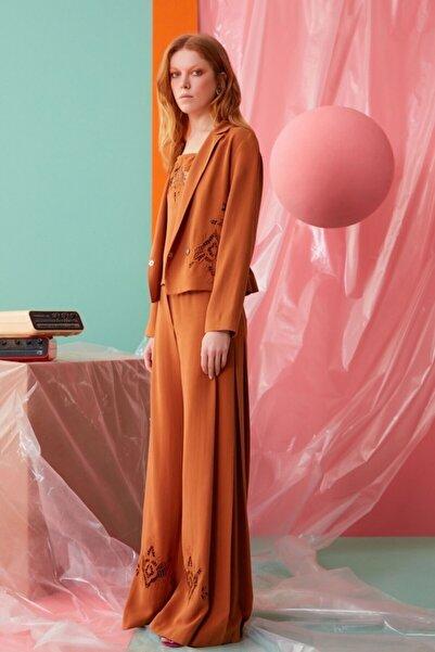 GIZIA CASUAL Güpür Detaylı Tarçın Rengi Pantolon