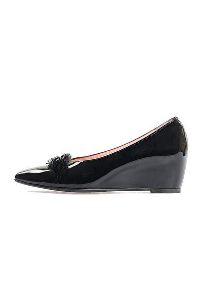 Flower Siyah Rugan Arı Aksesuarlı Günlük Ayakkabı