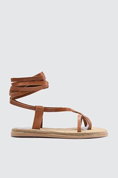 TRENDYOLMİLLA Taba Hakiki Deri Bağlamalı Kadın Sandalet TAKSS21SD0029